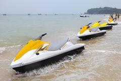 Jet skidar på strand Royaltyfria Bilder