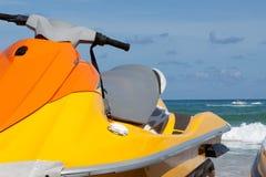 Jet skidar på stranden Arkivfoto