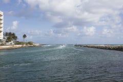 Jet Skiing uit Boca Raton Inlet aan de Atlantische Oceaan Royalty-vrije Stock Foto's