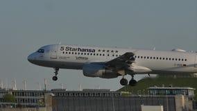 jet 5starhansa de Lufthansa almacen de metraje de vídeo