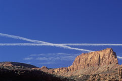 Jet Trails Over Southwest Utah Royaltyfria Foton
