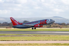 Jet2 vias aéreas Boeing 737 que descola Foto de Stock