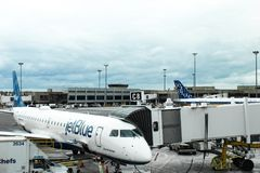 JetBlue在波士顿摇石机场, 2017年5月15日飞行 免版税库存图片
