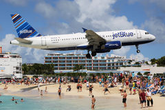 JetBlue Airbus A320 que aterra St Maarten Foto de Stock Royalty Free