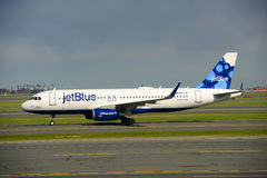 JetBlue Airways Airbus 320 à l'aéroport de Boston Images libres de droits
