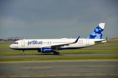 JetBlue Airways Airbus 320 à l'aéroport de Boston Images libres de droits