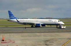 JetBlue Airways Embraer 190 à l'aéroport de Boston Photos stock