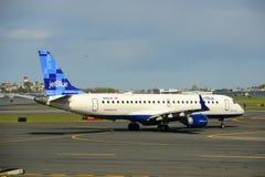 JetBlue Airways Embraer 190 à l'aéroport de Boston Photos libres de droits