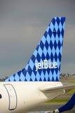 JetBlue Airways Embraer 190 à l'aéroport de Boston Photographie stock libre de droits