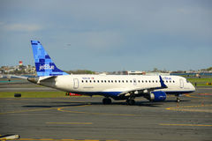 Jetblue Airways Embraer 190 at Boston Airport Royalty Free Stock Photos