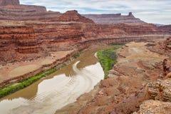 Jetboat que transporta caiaque a montante do Rio Colorado Imagens de Stock