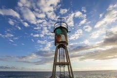 Jetée et phare dans le Saint Pierre, La Reunion Island Photographie stock libre de droits