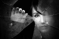 Jeter un coup d'oeil la femme Photographie stock libre de droits
