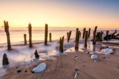 Jetez la plage de point dans Yorkshire est au lever de soleil Photo libre de droits