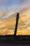 jetez un pont sur les images faites près de la ville de rzhev de la Russie de route Photos stock