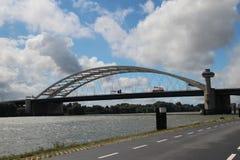 Jetez un pont sur van Brienenoordbrug appelé au-dessus de la rivière Nieuwe Maas à Rotterdam Images libres de droits