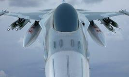 Jetf-16fliege im Himmel, amerikanisches Militärkampfflugzeug USA-Armee Stockfoto