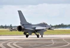 Jetfighter, das auf einer Dienstreise abreist lizenzfreie stockfotografie