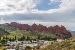 Jeti Oguz七个公牛岩石 伊塞克湖,吉尔吉斯斯坦 免版税库存照片