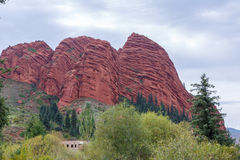 Jeti-Oguz επτά βράχοι ταύρων Issyk Kul, Κιργιστάν Στοκ φωτογραφία με δικαίωμα ελεύθερης χρήσης