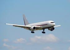 Jetliner in flight Royalty Free Stock Photos