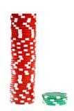 Jetons de poker colorés d'isolement sur le blanc Images stock