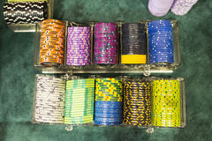 Jetons de poker dans le casino Photo libre de droits