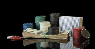 Jetons de poker et billets d'un dollar Photographie stock libre de droits