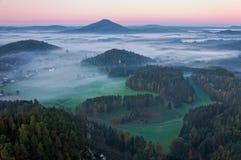 Jetrichovice från den Mariina skalaen arkivfoton