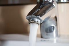 Jets d'eau hors de robinet Photo libre de droits