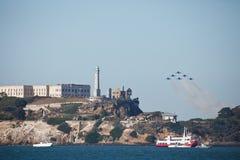 Jets en la demostración de aire de la semana de la flota de Alcatraz San Francisco Imagen de archivo libre de regalías