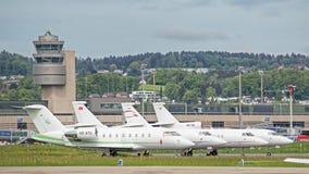 Jets im Flughafen Zürichs Kloten Stockbild