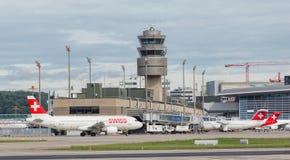 Jets im Zürich-Flughafen Stockfotografie