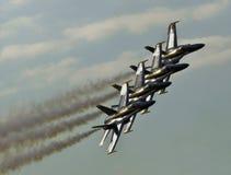 Jets que vuelan en la formación imagen de archivo libre de regalías