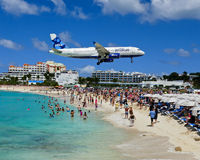 Jets into St. Martin fly very low over the beach. Royalty Free Stock Photos