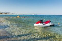 Jetski na praia grega Imagens de Stock