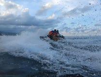 Jetski p? havet Hastighet och adrenalin fotografering för bildbyråer