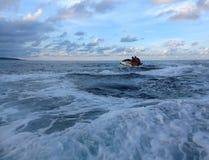 Jetski p? havet Hastighet och adrenalin royaltyfri foto