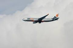 Jetstar Airbus A330 no vôo. Imagem de Stock Royalty Free