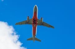 Jetstar Airbus A320 en Melbourne Tullamarine debajo Fotos de archivo