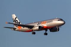 Jetstar Airways Airbus A320-232 VH-VGF na aproximação à terra no aeroporto internacional de Melbourne Fotografia de Stock