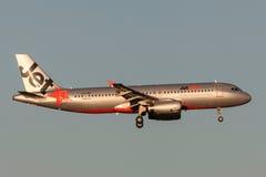 Jetstar Airways Airbus A320-232 VH-VQP na aproximação à terra no aeroporto internacional de Melbourne Fotos de Stock