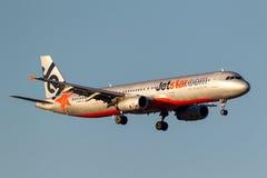 Jetstar Airways-Luchtbus A321-231 vh-VWT op benadering van land bij de Internationale Luchthaven van Melbourne Stock Afbeelding