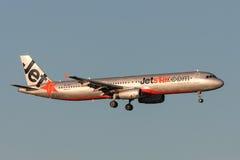 Jetstar Airways-Luchtbus A321-231 vh-VWT op benadering van land bij de Internationale Luchthaven van Melbourne Royalty-vrije Stock Fotografie