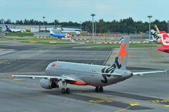 Jetstar Asia Airbus A320 taxiing at Changi Airport Royalty Free Stock Photos