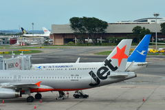 Jetstar Asia A320 and Xiamen Air Boeing 737 parked at Changi Airport Stock Image