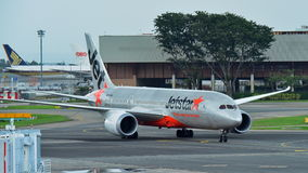 Jetstar International Boeing 787 Dreamliner taxiing at Changi Airport Stock Photography