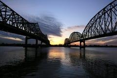 jette un pont sur la ville morgan photo stock