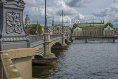 Jette un pont sur le nin Stockholm Photos stock