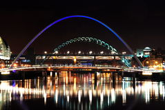 jette un pont sur Newcastle Tyne Images libres de droits